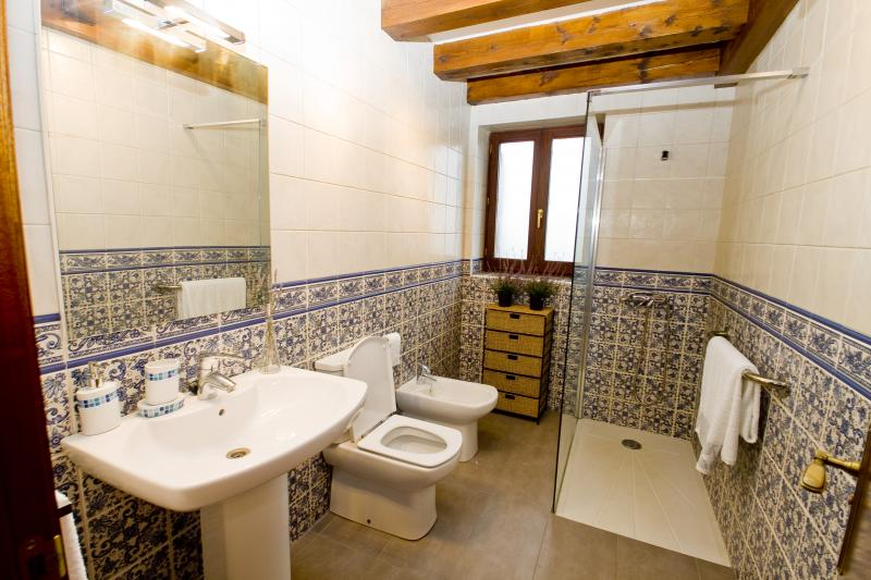 Sale du bain kastillun - Salle de bain romantische fotos ...